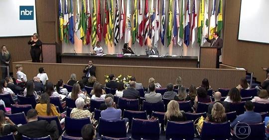 Fórum sobre síndromes raras reúne Michelle Bolsonaro, Rosângela Moro e Damares Alves