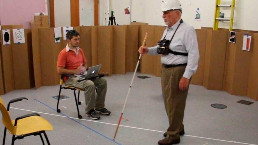 Solução criada nos Estados Unidos permite que deficientes visuais substituam a bengala