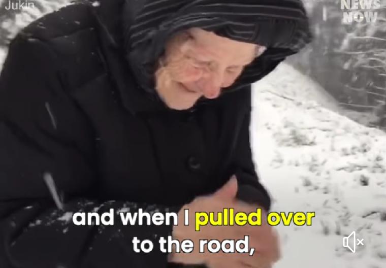 Brincar na neve aos 101 não é pra qualquer um !!!! Vida longa a essa senhorinha lindaaaaaaaaaaa!!!!