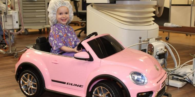 Antes de encarar cirurgia, crianças podem dar voltinha de carro!