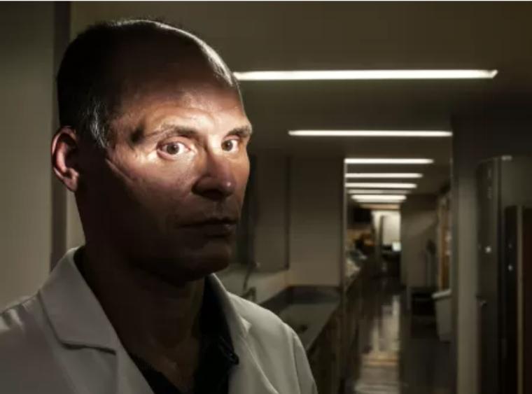 Aos 50 anos, o Dr. Ricardo Guerra que é endocrinologista e deficiente visual, trabalha há 26 anos nos Hospitais do Servidor Público Estadual e Municipal de São Paulo.